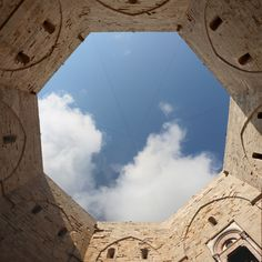 File:Castel del monte, cortile 02,2.jpg