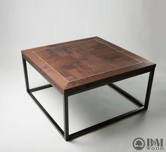 Stolik kawowy wykonany z drewna jesionowego. W blacie mosiężne zdobienie.  Wymiary 100x100x45 Grubość blatu 4cm Podstawa wykonana z profilu stalowego 30x30mm malowanego na kolor czarny mat. CENA 1500zł