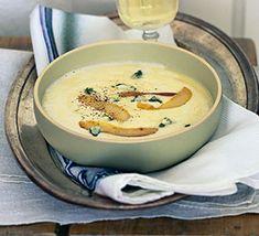 Selleriecremesuppe mit Gorgonzola und Birnen