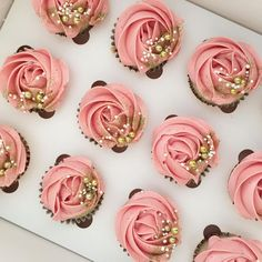 Image gallery for: gold cupcakes. Gold Cupcakes, Cupcakes Rosa, Cupcakes Flores, Flower Cupcakes, Glitter Cupcakes, Pink Wedding Cupcakes, Sweet 16 Cupcakes, Engagement Cupcakes, Strawberry Cupcakes