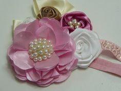 Flowers and easy buns Ribbon Art, Diy Ribbon, Ribbon Crafts, Flower Crafts, Diy Crafts, Satin Flowers, Felt Flowers, Diy Flowers, Fabric Flowers
