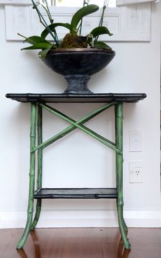 Lee Caroline - A World of Inspiration: Vintage Bamboo Table - Chinoiserie Look with Chalk Paint™ and Stencilling