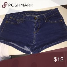 Jean shorts Size 5 doesn't give me the option for 5 so I put 28. Soft jean shorts. They are a very short length. Bought from a local boutique. Francesca's Collections Shorts Jean Shorts