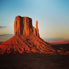 Reposting @fxtradesurfer: The incredible #monumentvalley in Arizona - what a truly stunning place!! • Post by: fxtradesurfer.com Photo credit to @pixabay • • • • • #nature #landscape #beautiful #view #sky #travel #clouds #instagood #photooftheday #mountai