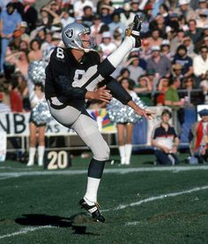 Punter: Ray Guy - In 14 seasons, all with the Raiders, Guy averaged yards per punt and had only three of punts blocked. He was a seven-time Pro Bowl pick and a three-time, first-team All-Pro selection. Raiders Players, Oakland Raiders Football, Raiders Baby, Nfl Oakland Raiders, Nfl 49ers, Raider Nation, Ray Guy, But Football, Football Players