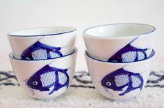 Vintage-Set-of-4-Ceramic-Asian-Tea-Sake-Cups-Blue-White-Fighting-Fish-Design