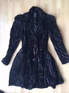 Anna Sui 2009 Fall Runway Black Crushed Velvet Jacket Size 2 (Fits like 2 or 4) #AnnaSui #LongJacket