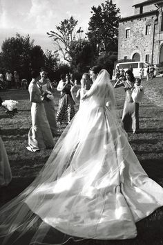 November 2011 — Emilia Wickstead & Daniel Gargiulo: Guests decamped to Montepulciano in Italy for the wedding of New-Zealand born designer Emilia Wickstead to Brazilian financier Daniel Gargiulo, Wedding Photographie, Perfect Wedding, Dream Wedding, Wedding Styles, Wedding Photos, Wedding Goals, Here Comes The Bride, Getting Married, Marie