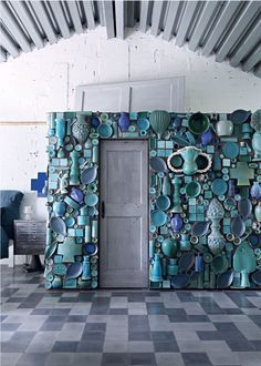 Paola Navone factory lensed by Enrico Conti for Marie Claire Maison. Mosaic Art, Mosaic Tiles, Wall Tiles, Roof Tiles, Paola Navone, Love Home, Everyday Objects, Feng Shui, Stained Glass
