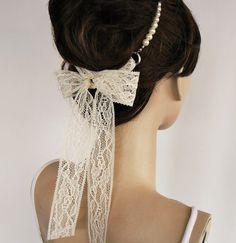 Pearl and Lace Headband. Ok. this is Darling.