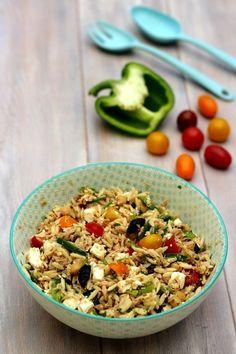 Salade de risetti au thon, fêta, pois chiches et légumes
