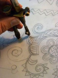 Hódmezővásárhelyi Működtető és Szolgáltató Zrt. | Vásárhelyi hímzés Embroidery Sampler, Textiles, Sketch Ideas, Arabian Horses, Needlework, Vibrant Colors, Design, Embroidery, Dressmaking