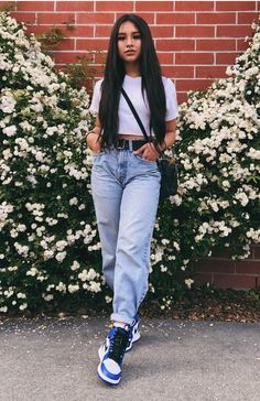 Look calça mom jeans Cute Casual Outfits, Retro Outfits, Urban Outfits, Teenage Outfits, Girl Outfits, Fashion Outfits, 90210 Fashion, Tomboy Outfits, Fashion Tips