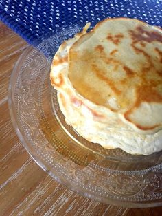 Easy foolproof recipe for delicious homemade Scotch Pancakes by Mary Berry! Just five ingredients and ten minutes for an amazing brunch treat! British Bake Off Recipes, Great British Bake Off, Mary Berry Desserts, Scotch Pancakes, Simple Muffin Recipe, British Baking, Christmas Baking, Dessert Recipes, Dessert Food