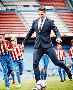 Fernando Torres,Atletico Madrid Football Love, Football Is Life, Chelsea Football, Manchester United Legends, Manchester City, Soccer Boys, College Basketball, European Football, Athletic Men