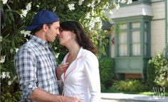 Lorelai Gilmore & Luke Danes - Gilmore Girls... I would totally recreate this as an engagement picture