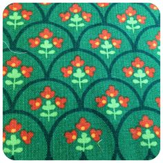 scallop : Vintage fabric loveliness green red