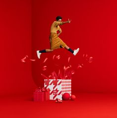 Uniqlo Holiday Campaign shot by JUCO. Set Design by Dane Johnson. Uniqlo, Creative Advertising, Advertising Design, Holiday Search, Behance, Tyler The Creator, Quilting For Beginners, Scene Creator, Fall Family