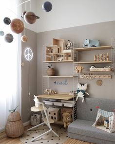 String shelf in the children's room. Perfect because timeless, practical and beautiful 💛🖤 – Kids Room 2020 String Regal, String Shelf, Scandinavian Home, Nursery Neutral, Sofa Covers, Kids Bedroom, Room Inspiration, Home And Family, Room Decor
