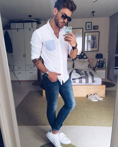 How to wear casual clothes like a street style star. 15 super cool casual outfit ideas for guys. White Shirt And Blue Jeans, White Shirt Outfits, Blue Jean Outfits, Indie Outfits, Outfits Casual, Men Casual, Mens Fashion Blog, Trendy Fashion, Look Man