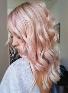 Awesome Pastel Pink Hair Color Ideas & Images Are you looking the Fresh hair Color Ideas for your Hair. Must try out this Pastel Pink Hair Color and inspired to others. Blond Rose, Rose Gold Hair Blonde, Blonde With Pink, Rose Pink Hair, Blonde Ombre, White Hair, Rose Golf Hair, Baby Pink Hair, Ombre Rose