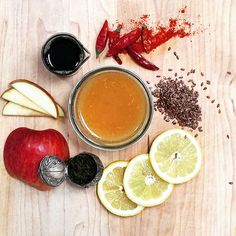 Afternoon tea? Maple lemon aid: green tea, lemon, apple, maple syrup, cayenne, flax. Detox and alkalize. #Verdejuice #coldpressedjuice #cayenne #greentea #howtosantafe
