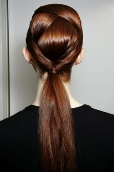 Cross-cross ponytail hairdo. // #hair