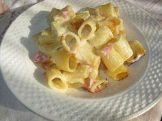 Pasta gratinata con besciamella al pecorino recipe