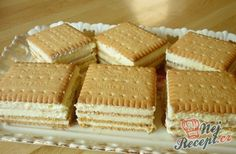 Kekskuchen mit Vanillecreme Without baking, without lengthy preparation, but with a delicious taste. It's unbelievable with what simple ingredients an … Easy Cake Recipes, Easy Desserts, Sweet Recipes, Dessert Recipes, Bon Dessert, Dessert Simple, Cookie Sandwich, Biscuit Sandwich, German Baking