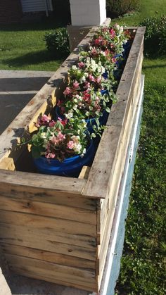 Pallet Planter Boxes Pallet Planters & Compost Bins - September 07 2019 at Diy Wood Planters, Pallet Planter Box, Planter Boxes, Pallet Boxes, Planter Ideas, Outdoor Furniture Plans, Wood Pallet Furniture, Patio Furniture Sets, Furniture Ideas