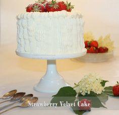 Midsommarafton. Svenska jordgubbar. Grädde och...mer jordgubbar.   ♥ Strawberry velvet cake ♥  En tårta med doft och smak av svensk Midsommar. Saftiga jordgubbsbottnar fyllda…