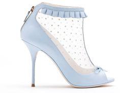 Nicholas Kirkwood (Official)'s protegé Sophia Webster Such a beautiful Blue Fancy Shoes, Crazy Shoes, Blue Shoes, Me Too Shoes, Bootie Boots, Shoe Boots, Shoes Heels, Nicholas Kirkwood Shoes, Stiletto Heels