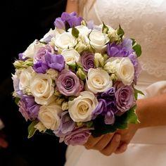 bouquet de mariée rond en nuances douces de lilas, rose et blanc