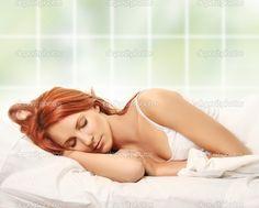 depositphotos_4722525-Sleeping-in-bed.jpg (1023×823)