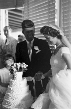 Jacqueline Bouvier's Marriage to John Kennedy. Jackie Kennedy Wedding, Jackie Kennedy Style, Jacqueline Kennedy Onassis, John Kennedy, Familia Kennedy, Jaqueline Kennedy, John Fitzgerald, Life Magazine, Jfk