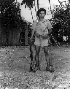 Filipino guerrilla 1945 Philippine Army, Filipino Culture, Ww2 History, Filipiniana, Ww2 Photos, Cultural Studies, Military Photos, Human Soul, Korean War