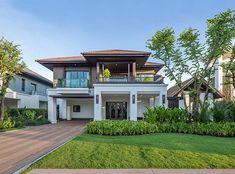 Single House at San Sai, Chiangmai from Sansiri Modern Exterior House Designs, Colonial House Exteriors, Modern House Facades, Dream House Exterior, Modern House Design, Modern Zen House, Modern Tropical House, Tropical House Design, Tropical Houses