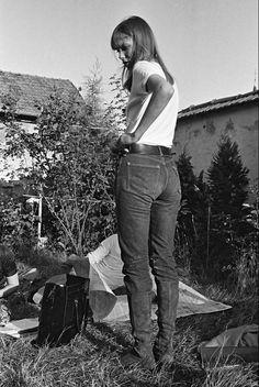 It's Jane Birkin's Birthday Charlotte Gainsbourg, Serge Gainsbourg, Gainsbourg Birkin, Style Jane Birkin, Jane Birken, Style Hippy, Vintage Denim, Vintage Fashion, Pull Gris