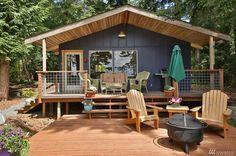 Que diriez vous de passer une semaine dans ce luxueux chalet : J'adore sa terrasse avec vue sur le lac et cette chambre...