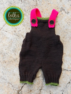 Handmade baby overall with 100% merino wool in braun and cyclamen..