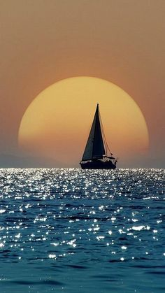 Exciting World Of Sunset Photography – Bored Art – sailboat Cool Pictures, Cool Photos, Beautiful Pictures, Nature Pictures, Beautiful Sunset, Beautiful Places, Beautiful Women, All Nature, Sunset Photography