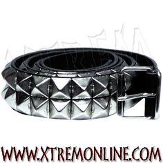 Cinturón de cuero con tachuelas. Pirámides. 2 filas. Echa un vistazo a nuestros complementos: pulseras, collares y cinturones con tachuelas.
