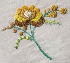 Ramo de flor, frutos y botones. Bordado a mano por Carolina Gana. Taller de Bordado Rococó. Santiago de Chile. CGP©2010