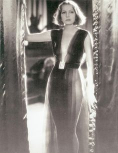 No way on God's earth this scene would have made it into a Hollywood movie in Greta Garbo in Gilbert Adrian - 1931 - Mata Hari Hollywood Vintage, Old Hollywood Glamour, Hollywood Stars, Golden Age Of Hollywood, Mata Hari, Katharine Hepburn, Marlene Dietrich, Jean Harlow, Joan Crawford