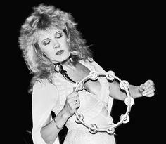 "aluacrescente: """"Gorgeous Stevie photographed by Lynn Goldsmith in "" Via Morrison Hotel Gallery. Lynn Goldsmith, Members Of Fleetwood Mac, Morrison Hotel, Buckingham Nicks, Stephanie Lynn, Rock Queen, Stevie Nicks Fleetwood Mac, Look Vintage, Beautiful Voice"