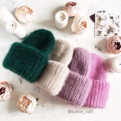Дорогие мои заказчики и клиенты 😘, спешу вас порадовать наличием шапочек Happy 🤗 В меру пушистые шапочки с двойным отворотом, который регулируется по вашему желанию ✨ Состав: натуральный, кид мохер на шёлке Сезон: зима ❄️ Размер: 54-57 см Цена: 3500₽ 🌲 изумрудный ❌❌❌ продана 👡 бежевый ❌❌❌ продана 👚 холодный розовый ❌❌❌ продана 👛 сахарная вата ❌❌❌ продана . В сториз сняла видео по этим шапулям 😊 . Для покупки пишите, пожалуйста в Директ ☝🏾 . #вязание #вязаниеназаказ #вязаниеспицами…