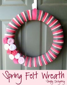 Simple Spring Felt Wreath - so simple to make and really pretty!  #wreath #spring #crafts