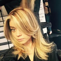 """""""Modern Family"""" star Sarah Hyland has went from a light brown/blonde ombre color to full on blonde with the help of West Hollywood salon Nine Zero Nine. Brown To Blonde, Blonde Ombre, Blonde Hair, Casual Hairstyles, Braided Hairstyles, Cool Hairstyles, Hairdos, Sarah Hyland Hair, Hair Styles 2014"""