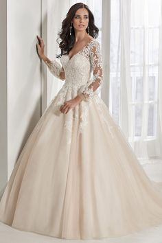 Attractive Tulle V-neck Neckline A-line Wedding Dress With Lace Appliques