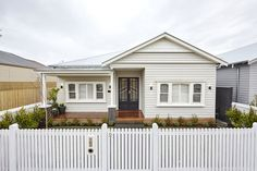 The Block 2017 Front Garden and Facade Photos Bungalow Exterior, Cottage Exterior, House Paint Exterior, Exterior House Colors, Exterior Design, Exterior Windows, Weatherboard House, Queenslander House, Front Verandah